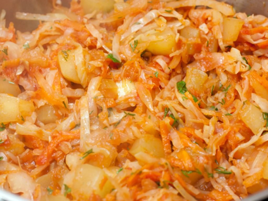 рагу овощное с капустой и рисом