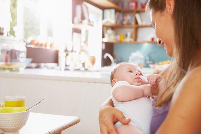 Питание кормящей матери в первые дни и в первый месяц после родов, кесарева: меню, рецепты. Правильное питание кормящей мамы по месяцам, по возрасту ребенка: таблица
